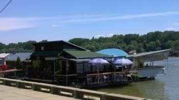 Prodajemo splav-kafe bar na Savi velicine 162 m2